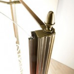 Kvadratveida dušas stūris klasiskā stilā bronzas krāsā