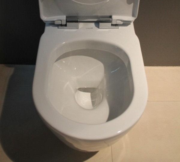 Piekarama tualetes poda iekšpuse